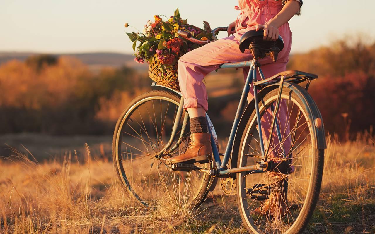 Bike ride in the countryside, luxury stay in provence saint rémy de provence, Le Vallon de Valrugues & Spa.