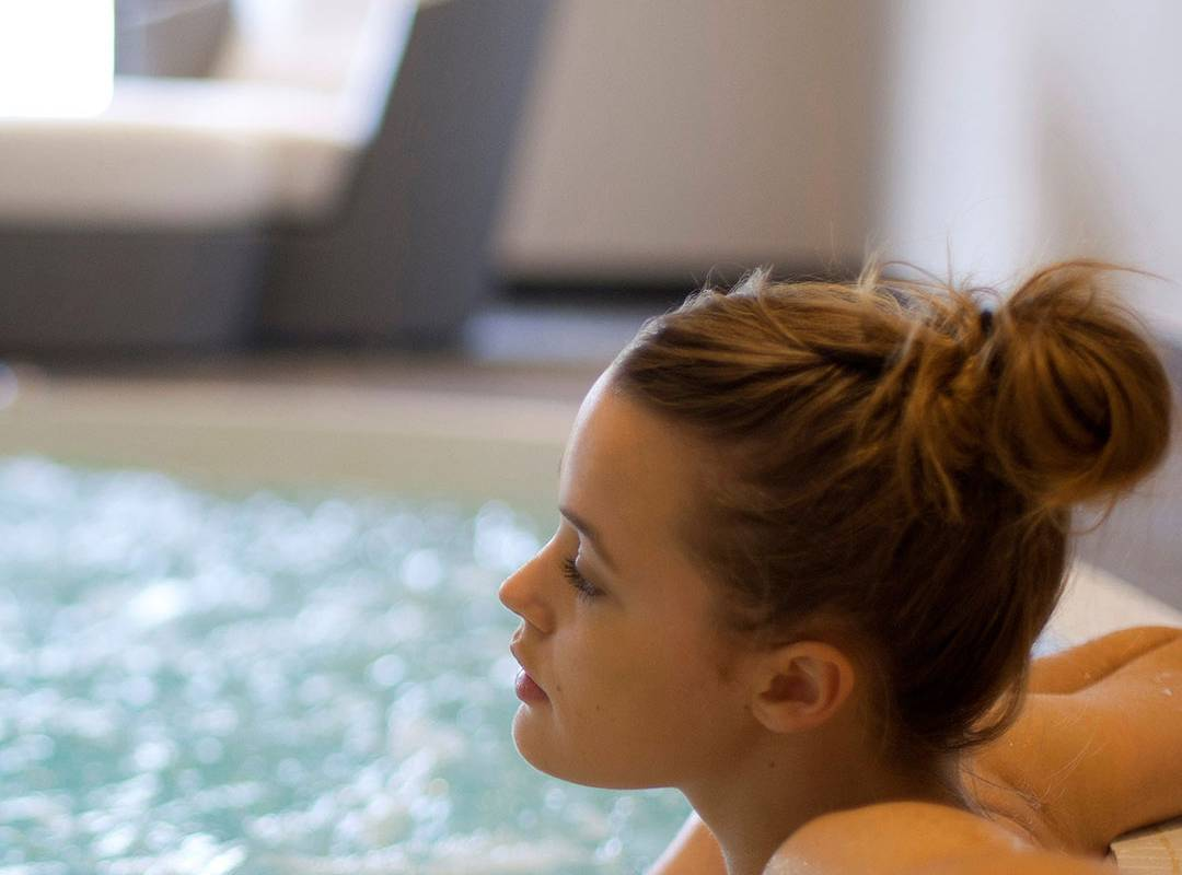 Jacuzzi of the relaxation area, spa hotel provence france, Le Vallon de Valrugues & Spa.