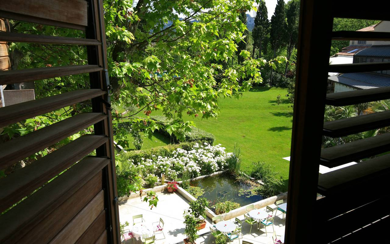 Room with view of the garden, st remy de provence accommodation, Hôtel de L'Image.