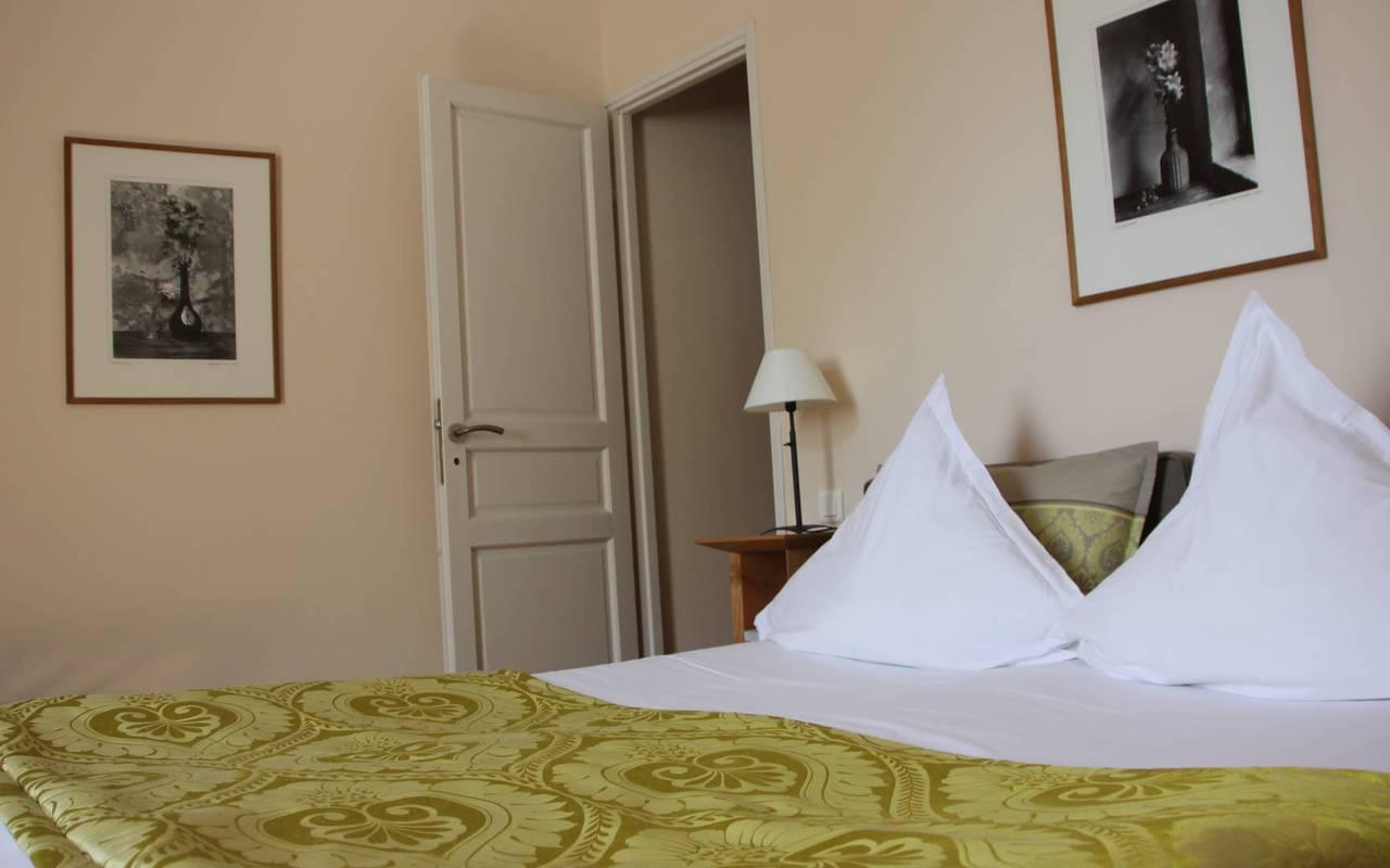 Comfortable double bed, saint remy de provence hotels, Hôtel de L'Image.