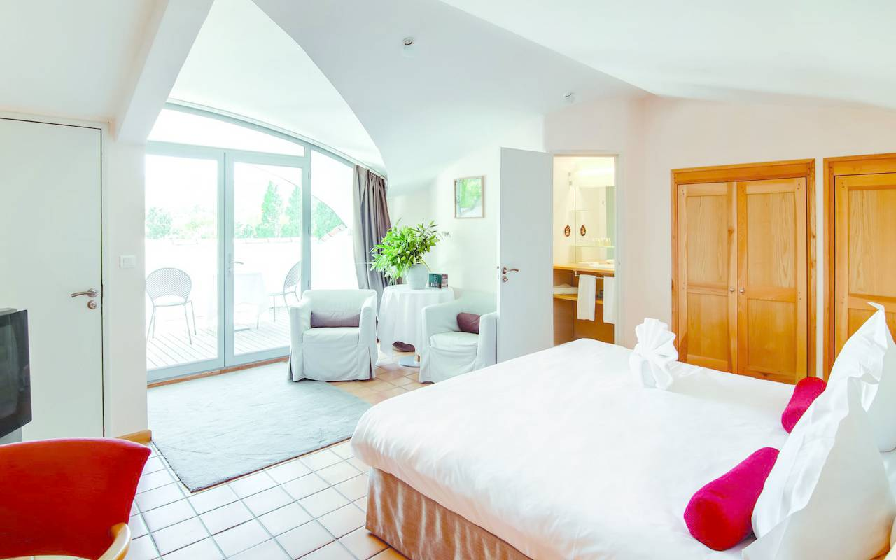 Refine room stay in hotel retaurant in Provence
