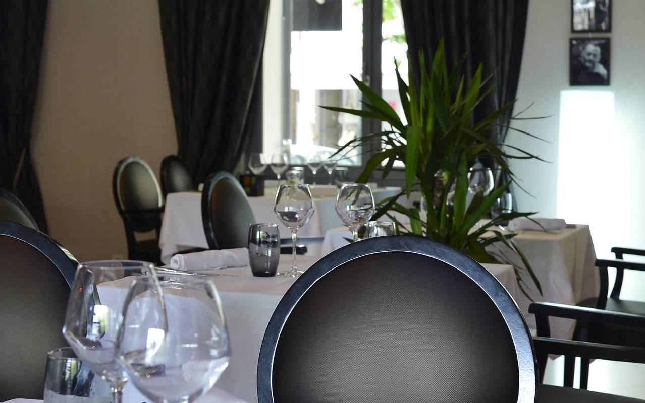 Modern restaurant refine cuisine Saint-Rémy-de-Provence