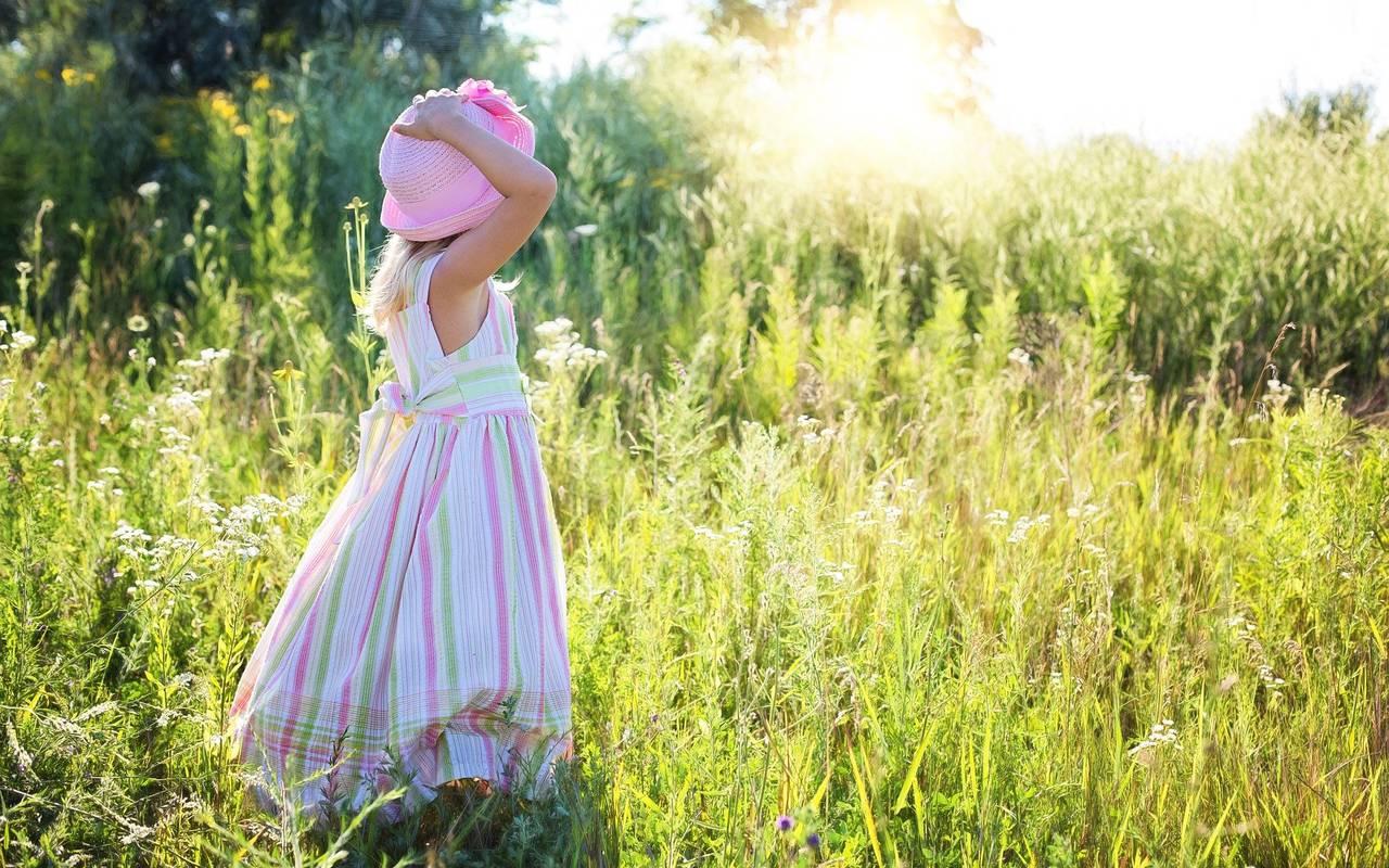 Petite fille dans le jardin, hôtel 4 étoiles provence, Hôtel de L'Image.