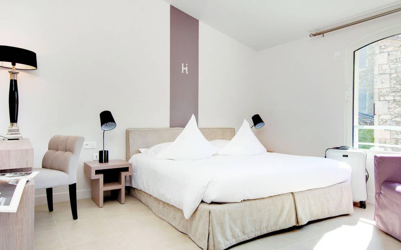 Chambre décoration épurée hôtel Saint-Remy-de-Provence