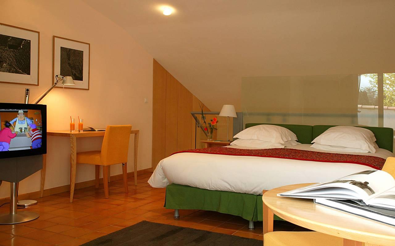 Chambre cosy avec télévision et lit double, Hôtel charme provence, Hôtel L'Image.