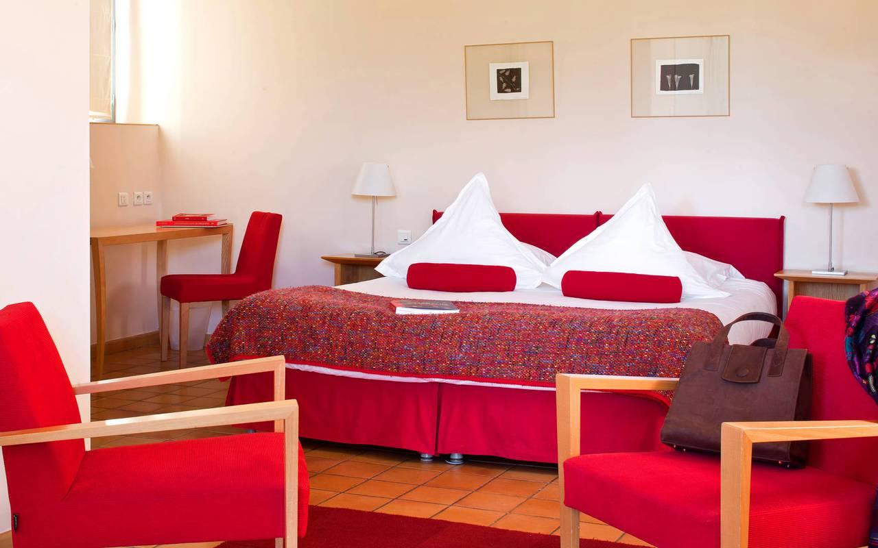 Chambre rouge hôtel de luxe Saint-Remy-de-Provence