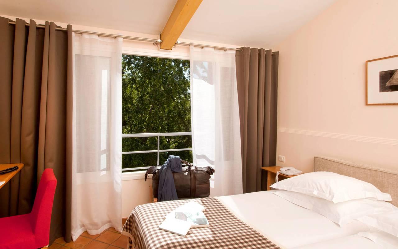 Chambre lumineuse et spacieuse, hôtel à Saint-Remy-de-Provence, Hôtel de L'Image.