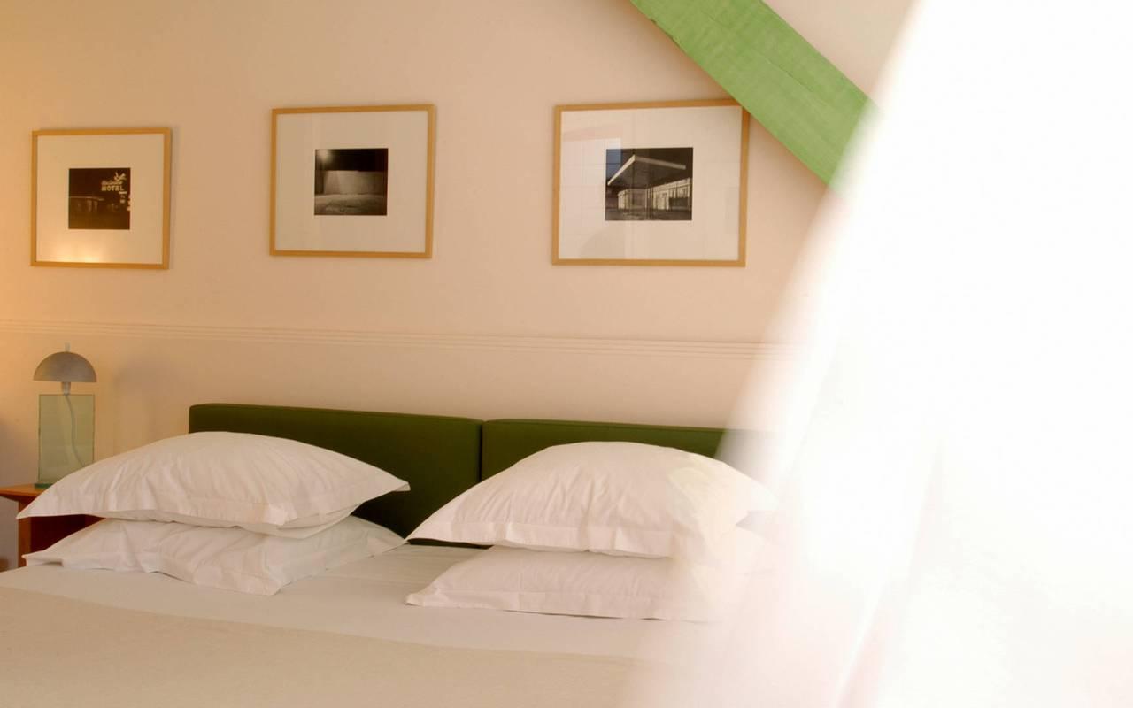 Chambre épurée et moderne hôtel en Provence