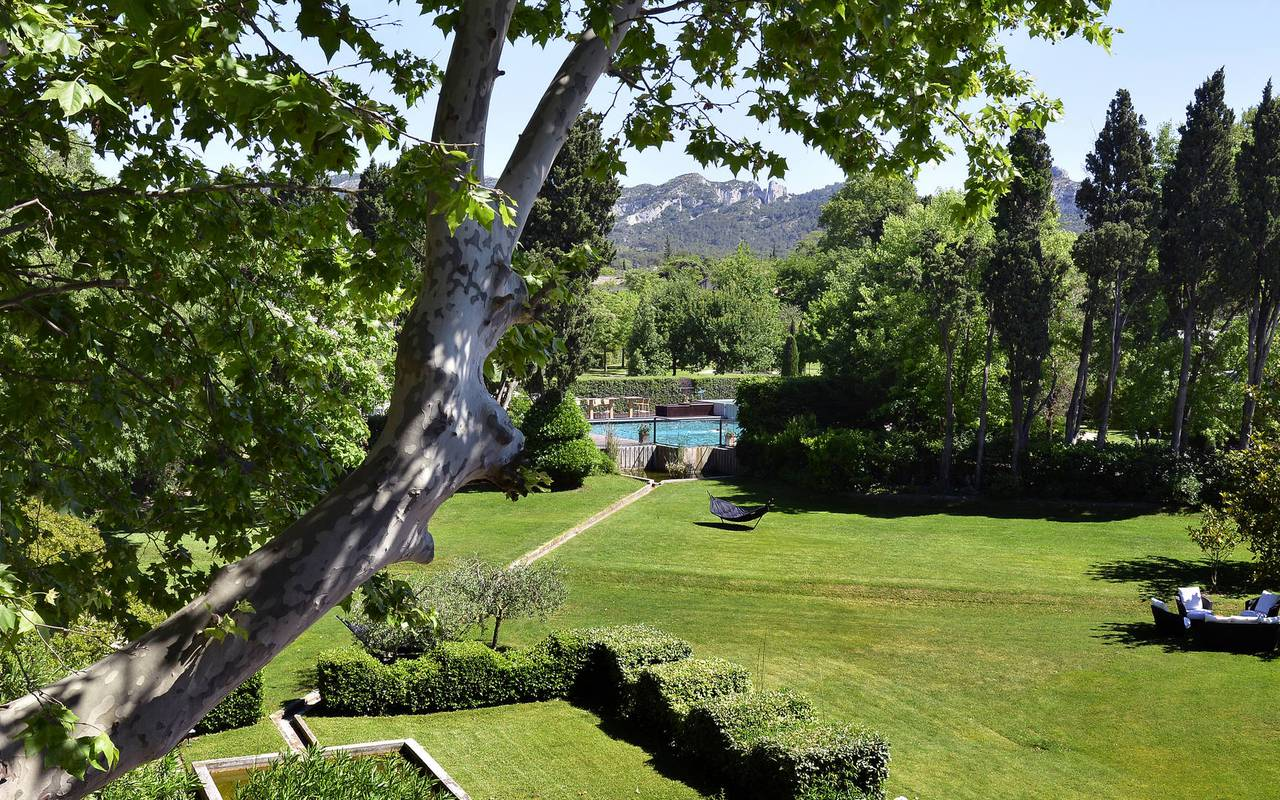 Luxueux parc avec piscine hôtel spa en Provence