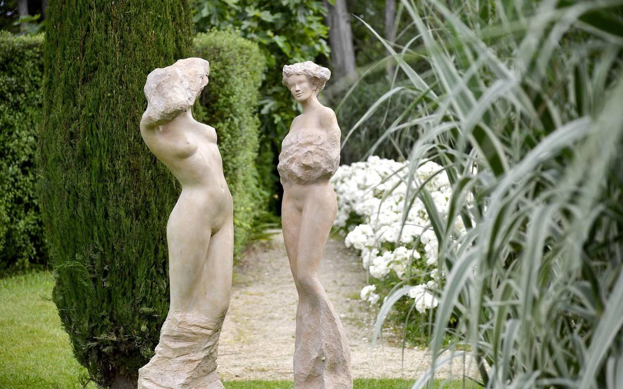 Statues dans le jardin, hôtel luxe alpilles, Hôtel de L'Image.