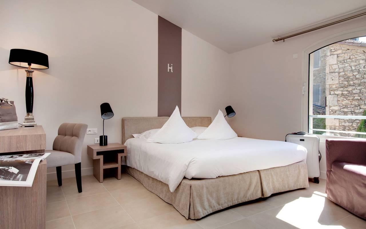 Chambre luxueuse et moderne hôtel à Saint-Rémy-de-Provence