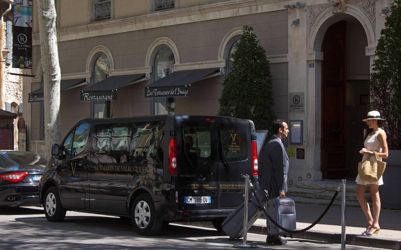 Service voiturier, hôtel de luxe en provence, Hôtel de L'Image.